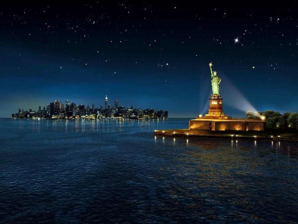 تمثال الحرية ليلاً