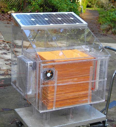 جهاز لتجميع المياه من الهواء بالطاقة الشمسية