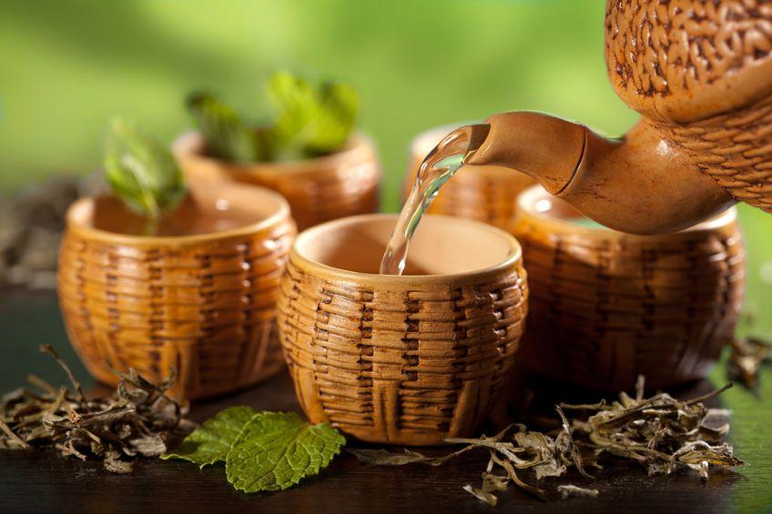 الطريقة المثالية لإعداد الشاي عن طريق النقع أو إضافة الماء الساخن للشاي .. ويجب تجنب غلي الشاي